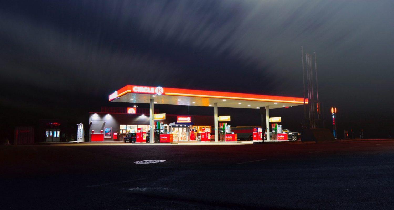 blur-evening-gas-station-399635-min